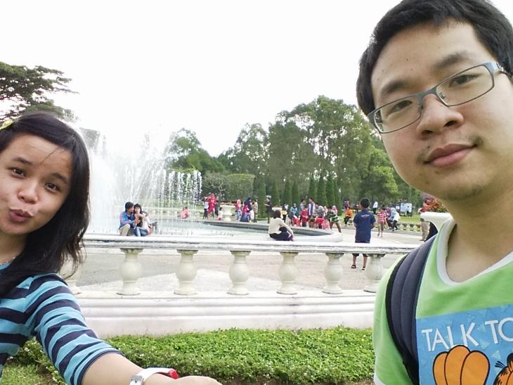 Selfie di Air Mancur ikut tren yang lagi blooming