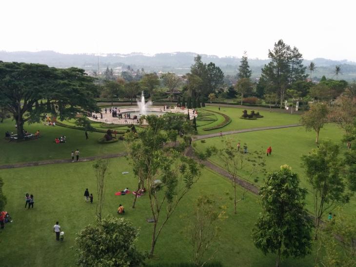 Air Mancur Musikal dari Menara Pandang