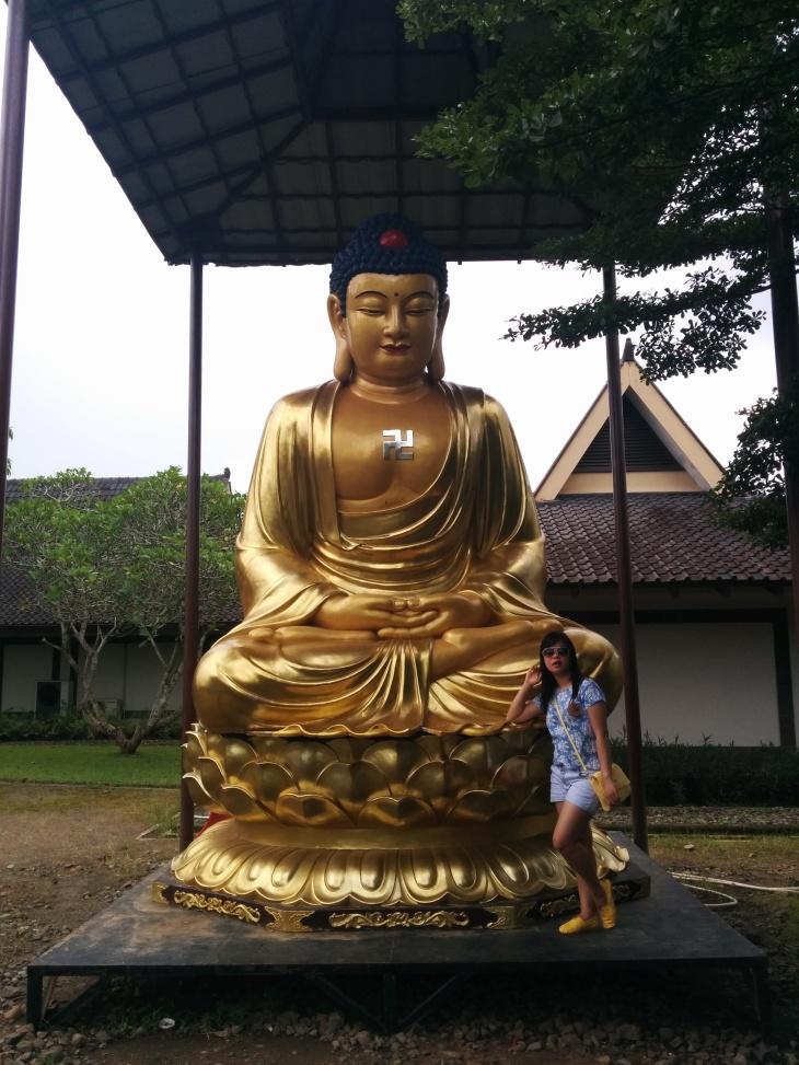 Buddha emas
